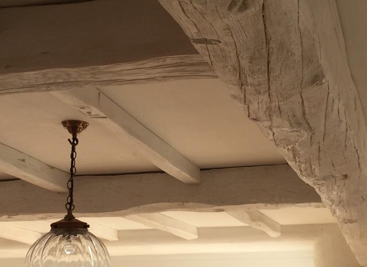 White-Ceiling-Beams